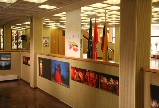 L R Seimo galerijoje